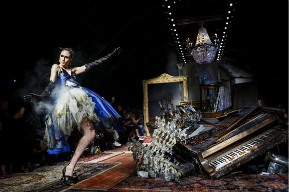 Moschino准备公开发售秀票 看秀不再是时装编辑的特权