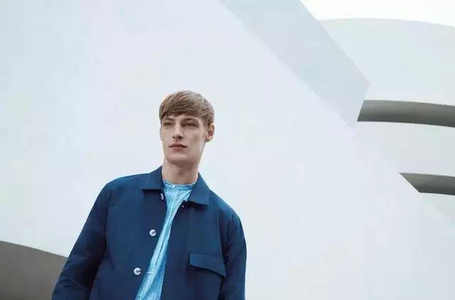 H&M旗下品牌COS 借了抽象表现主义画家的东风(图2)