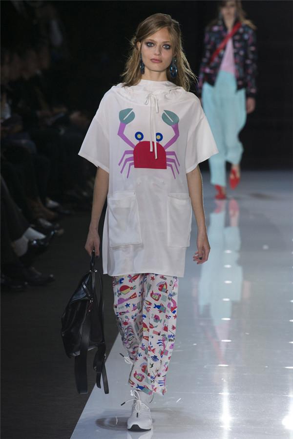 Emporio Armani 也会玩童趣 2018春夏系列时装秀