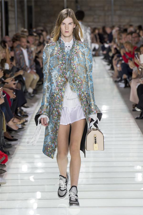 摩登法式贵族 法国奢侈品牌路易威登2018春夏时装秀
