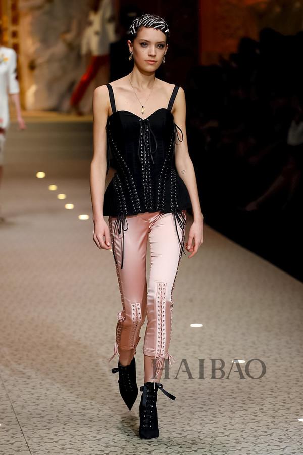 Dolce&Gabbana 2018秋冬米兰女装秀(图21)