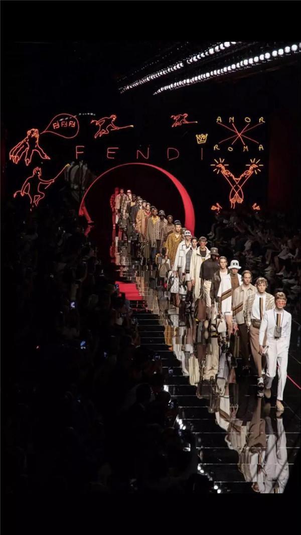 探索 Fendi 的暗黑面,寻找时髦的通关密码 2019春夏系列男装秀