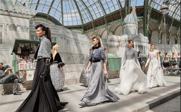 巴黎大皇宫的极致浪漫 Chanel 2018秋冬高定时装秀