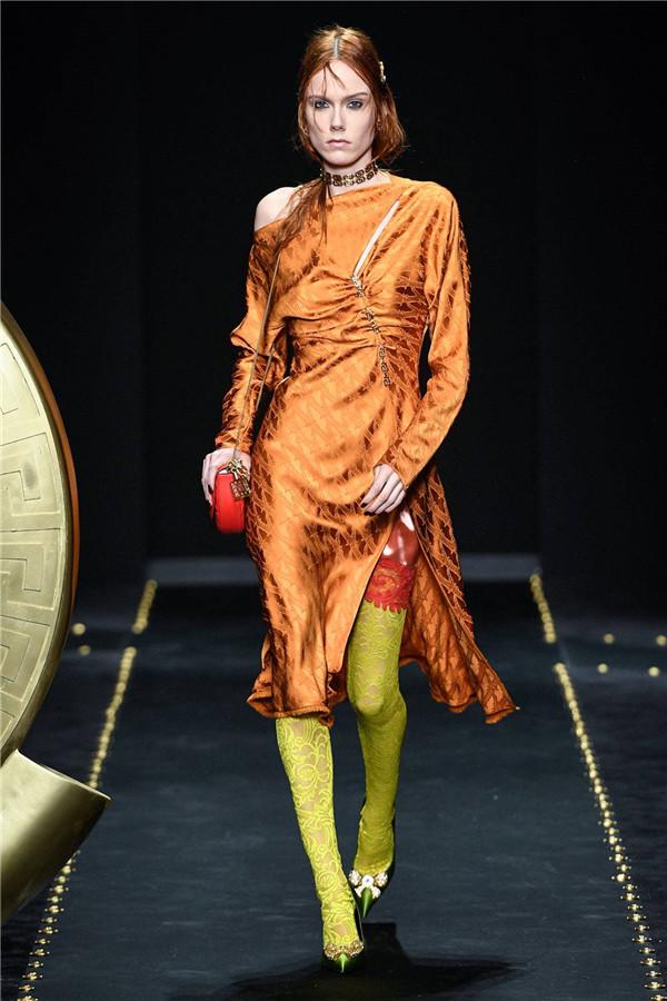 Versace 2019秋冬系列回归90年代